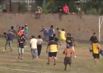 Brutal paliza a un árbitro en Argentina por pitar un penalti