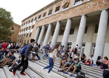 Cientos de estudiantes endeudados por sus máster piden cuentas al Ministerio