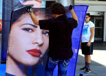 La línea de maquillaje de Selena Quintanilla se agota en 24 horas