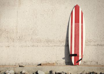 """Vídeo: """"Mi tabla de surf está hecha de tapones de vino que se bebió otro"""""""