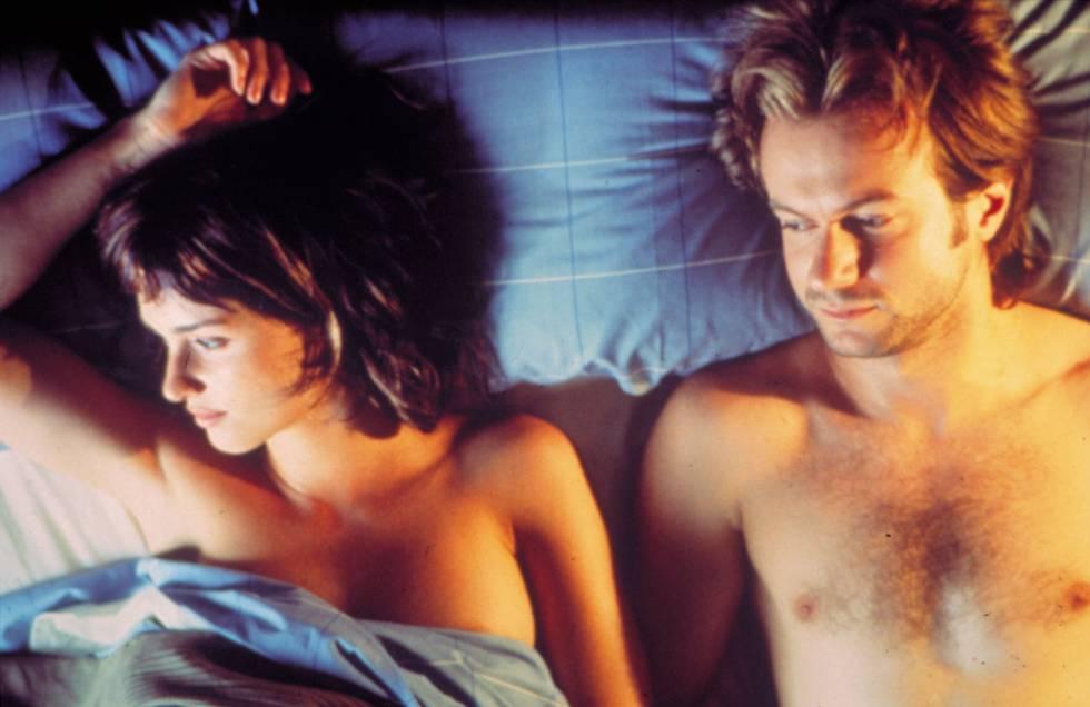 Paz Vega y Tristán Ulloa en la cama en la película 'Lucía y el sexo' (2001), rodada en la isla de Formentera.