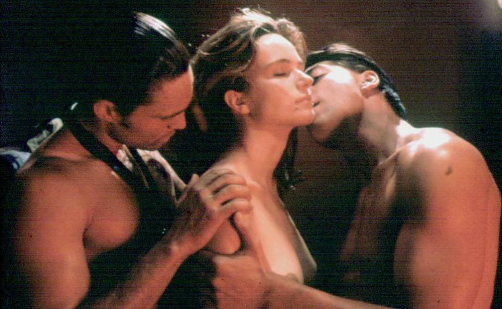 Ángela Molina abandonó el proyecto diez días antes de empezar el rodaje y fue Francesca Neri quien dio vida a Lulú, junto a un jovencísimo Javier Bardem en 'Las edades de Lulú' (1990).