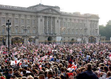 Detenido un hombre que escalaba una verja del palacio de Buckingham