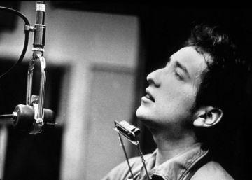 Bob Dylan durante la grabación de su primer disco en Nueva York.