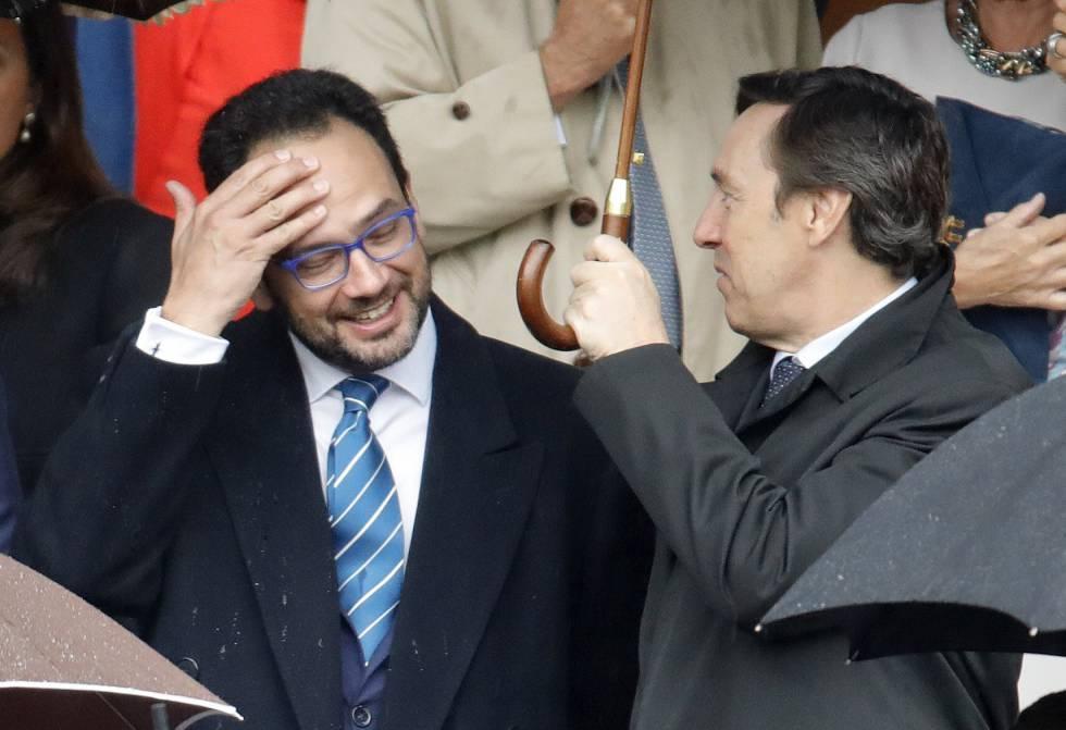 Los portavoces parlamentarios del PSOE, Antonio Hernando y del PP, Rafael Hernando