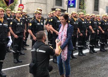 La pedida de matrimonio de un militar de la UME en la Fiesta del 12 de octubre