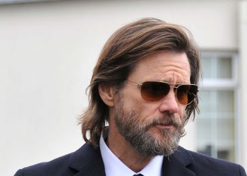 Jim Carrey acusa a la familia de su ex de querer ganar dinero con su sucidio