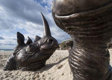 Esculturas junto al mar