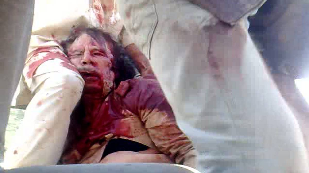 Cadáver de Muamar el Gadafi, en 2011.