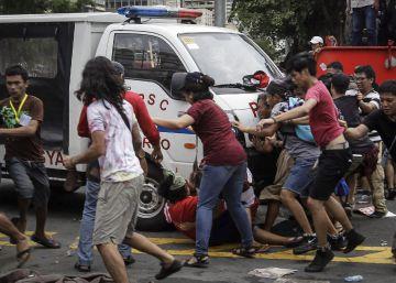 """La Policía filipina reconoce que el atropello de una veintena de manifestantes fue """"irracional"""""""