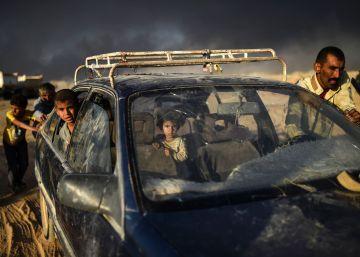 Familias desplazadas por la ofensiva sobre Mosul