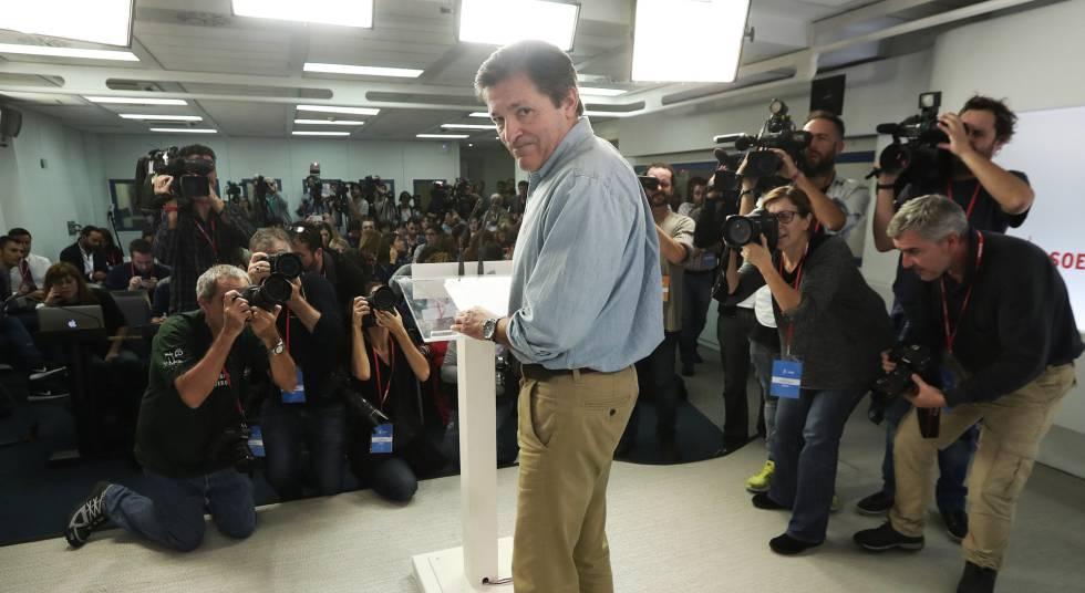 Javier Fernández, presidente de la gestora del PSOE, al término del Comité Federal del 23 de octubre.