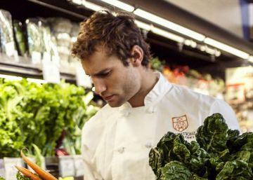 El chef Franco Noriega explota su lado sexy para enseñar a cocinar