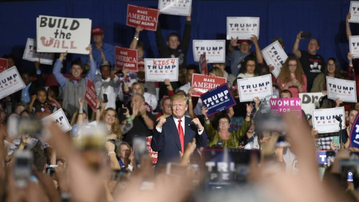 Donald Trump gesticula durante un mitin en Ohio (EE.UU).