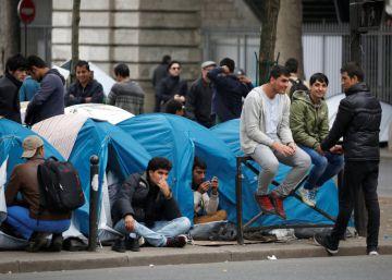 Acampada de migrantes en París