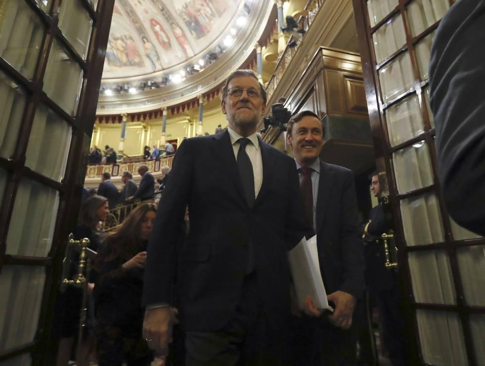 Mariano Rajoy a su salida del hemiciclo del Congreso tras ser investido presidente.