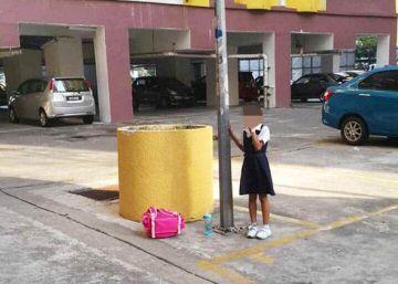 Una madre encandena a su hija de 8 años a una farola por faltar a clase