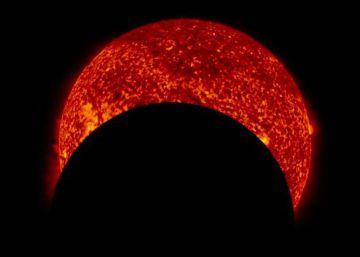 Así se ve un eclipse parcial de Sol desde el espacio