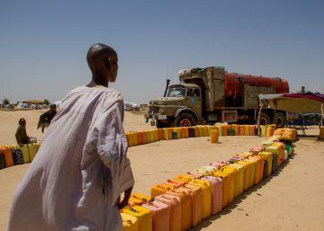 Camiones que calman la sed en Níger