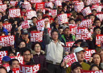 Protesta masiva en Seúl, en imágenes