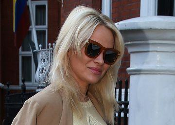 Pamela Anderson visita otra vez a Julian Assange