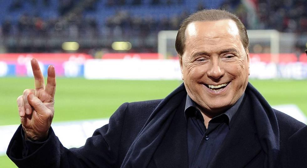 Silvio Berlusconi  en un partido de fútbol. rn