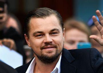 Leonardo DiCaprio almuerza en un restaurante solidario con una fan