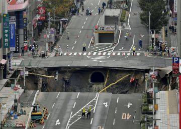 Así arreglaron los japoneses en 6 días el socavón que engulló una carretera