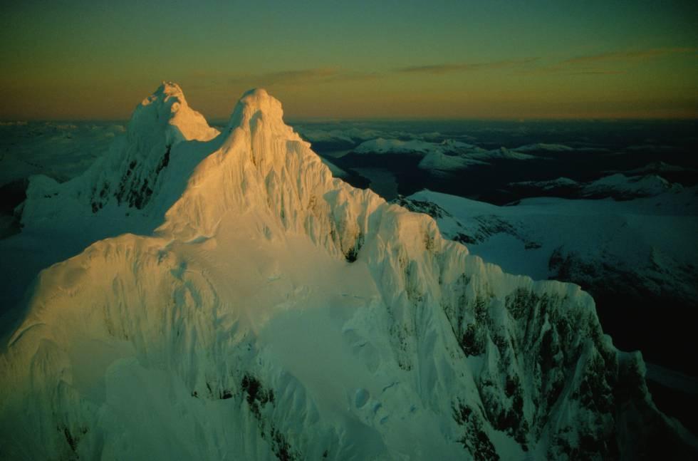 Vista aérea del Monte Sarmiento, en la cordillera Darwin (Chile).