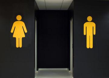 Por qué Bill Gates está investigando el olor de los baños públicos
