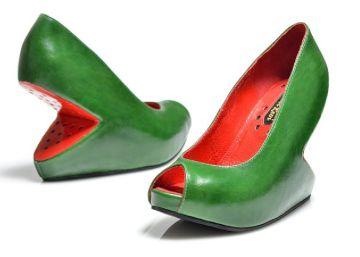 El israelí que calza con sandías los pies de las mujeres