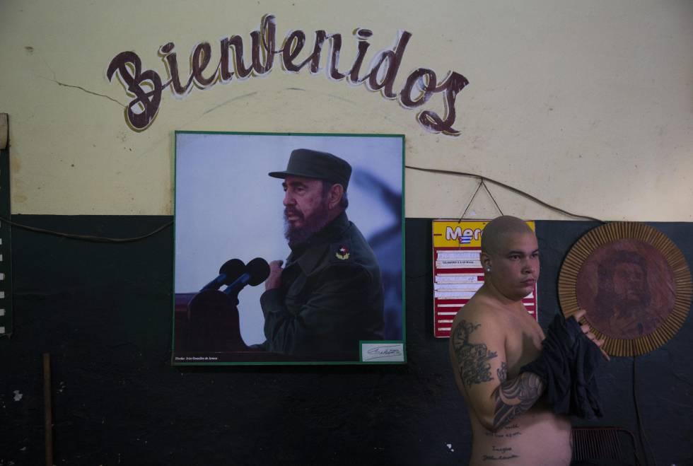 Fotografía de Fidel Castro en una tienda de víveres en La Habana Vieja, el 29 de noviembre de 2016.