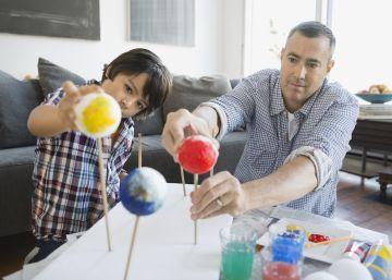 Por si no fuera suficiente con ayudar a los hijos, también hay deberes para padres
