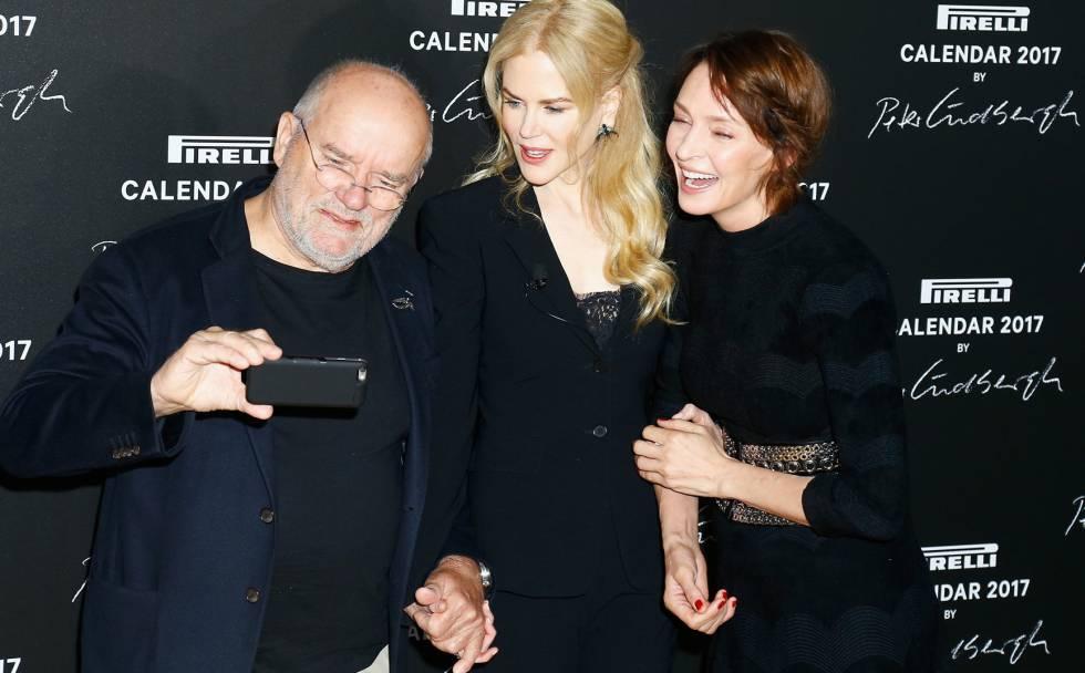 Peter Lindberg, Nicole Kidman y Uma Thurman, en la presentación del Calendario Pirelli en París.