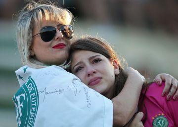 Homenajes a las víctimas del vuelo del Chapecoense, en imágenes