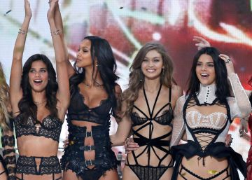 Los 'ángeles' de Victoria's Secret sobrevuelan París