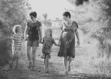 La odisea de dos madres para inscribir a su hijo
