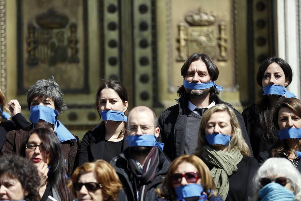 Protesta contra la 'ley mordaza' ante el Congreso, en marzo de 2016.