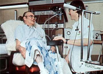 Barney Clark, el primer hombre que vivió con un corazón artificial, murió 112 días después de la histórica operación