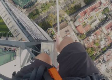 Así se ve Ciudad de México andando por una cuerda a 247 metros de altura