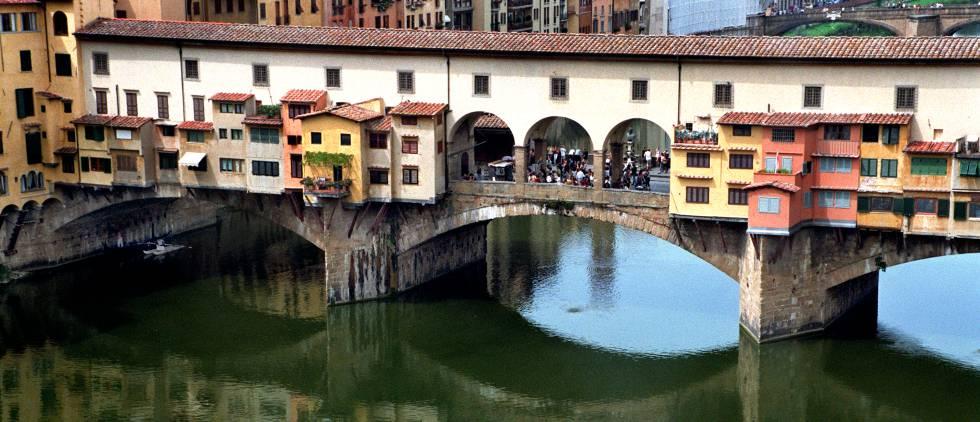 El Ponte Vecchio de Florencia tiene sensores desde este verano para evitar su deterioro por las lluvias.