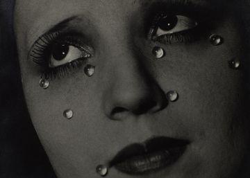 Elton John expone su colección de fotografía modernista