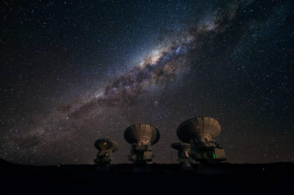 Antenas del telescopio ALMA, en Chile