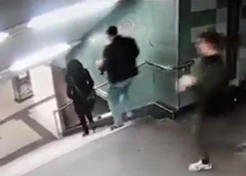 Un hombre agrede de forma aleatoria a una mujer en el metro de Berlín