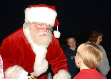 Santa Claus no castiga a los niños malos, sino a los de barrios pobres
