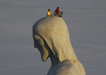 Church holds out begging bowl for Rio's Christ the Redeemer statue