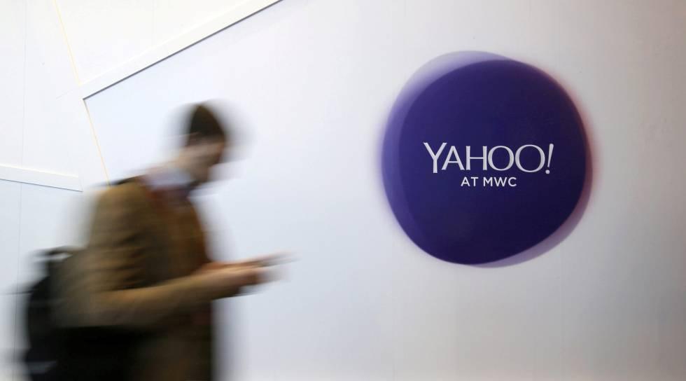 Un usuario, ante el logotipo de Yahoo.
