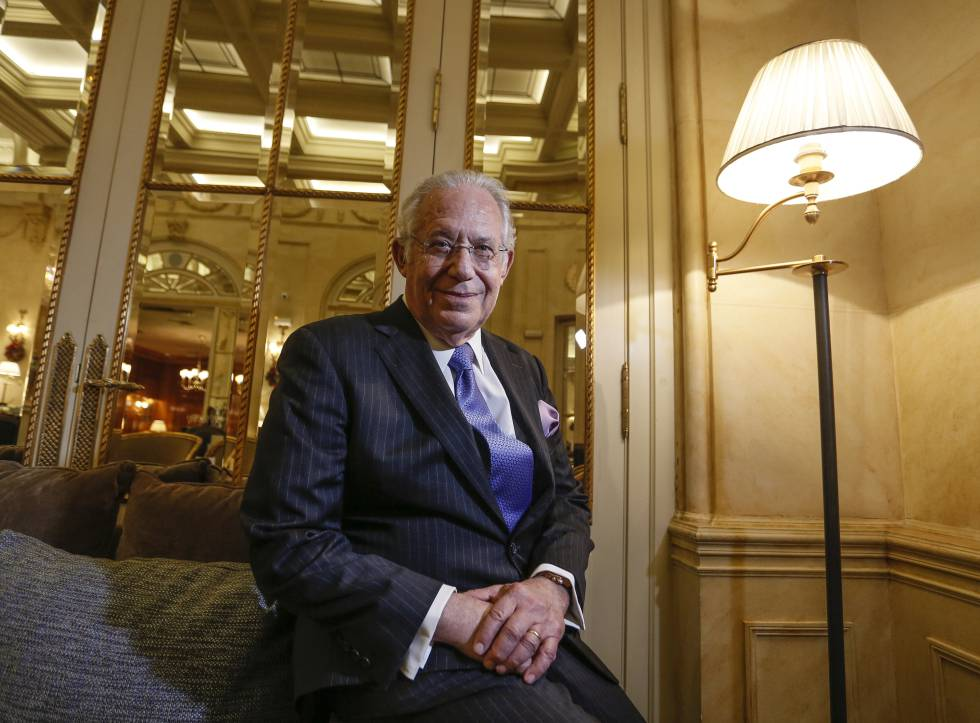 William Haseltine, en la cafetería del Hotel Ritz de Madrid