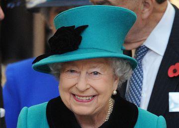 La reina Isabel II renuncia a 25 cargos honoríficos
