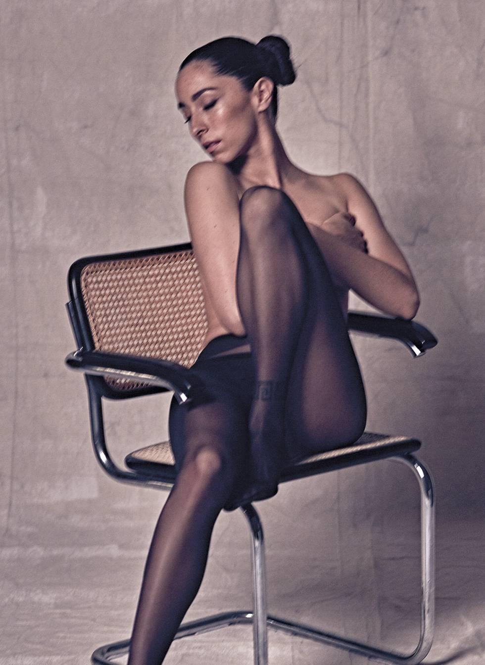 La actriz posa con medias y 'culotte' Wolford.